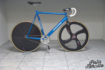 2000's Musing Izalco team pro trackbike. photo