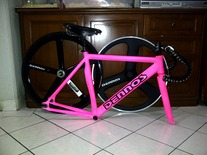 shocking pink ViSP with 3&5 spokes wheel