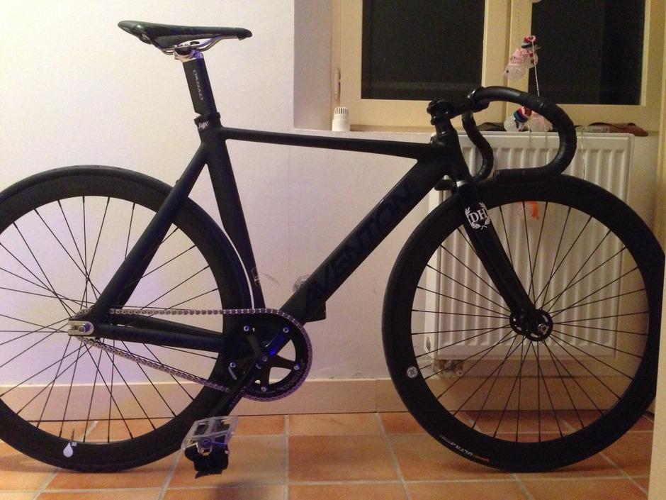 Aventon Mataro Low Pro Full Black Phantm - Pedal Room