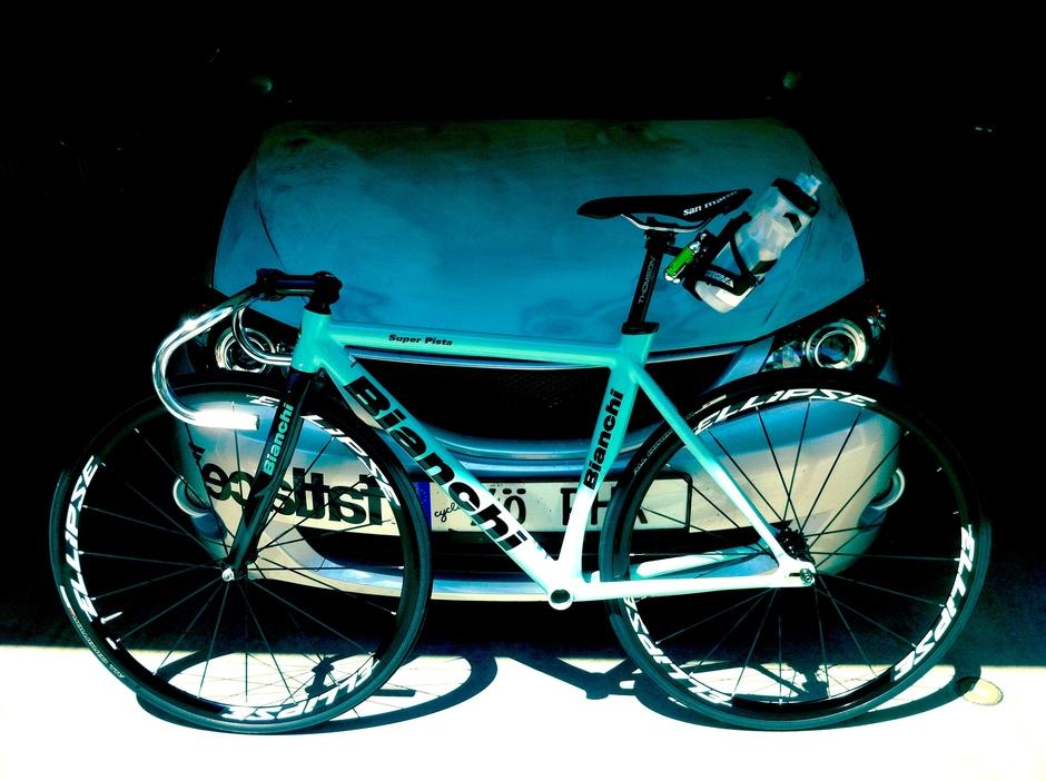 10 Celeste Bianchi Super Pista Pedal Room