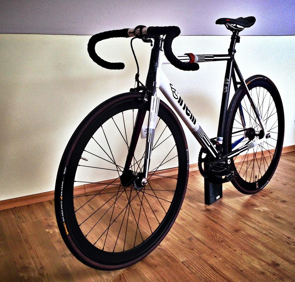 Shallow Black Cinelli VAI XL Oversize Road Bike Handlebars