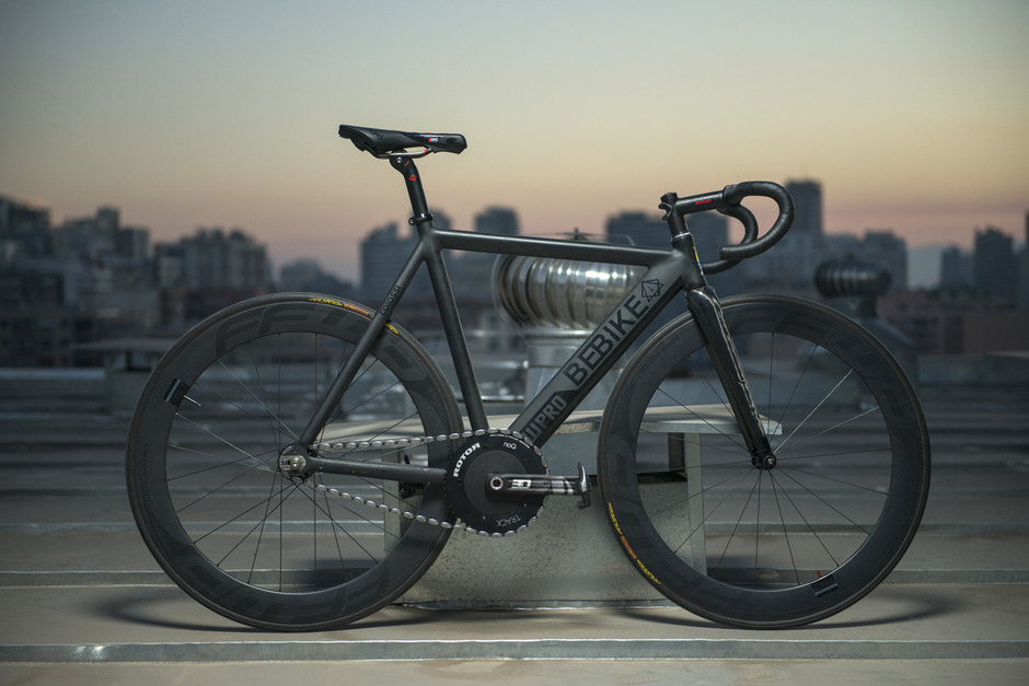 Colossi Low Pro X Be Bike All Black Pedal Room