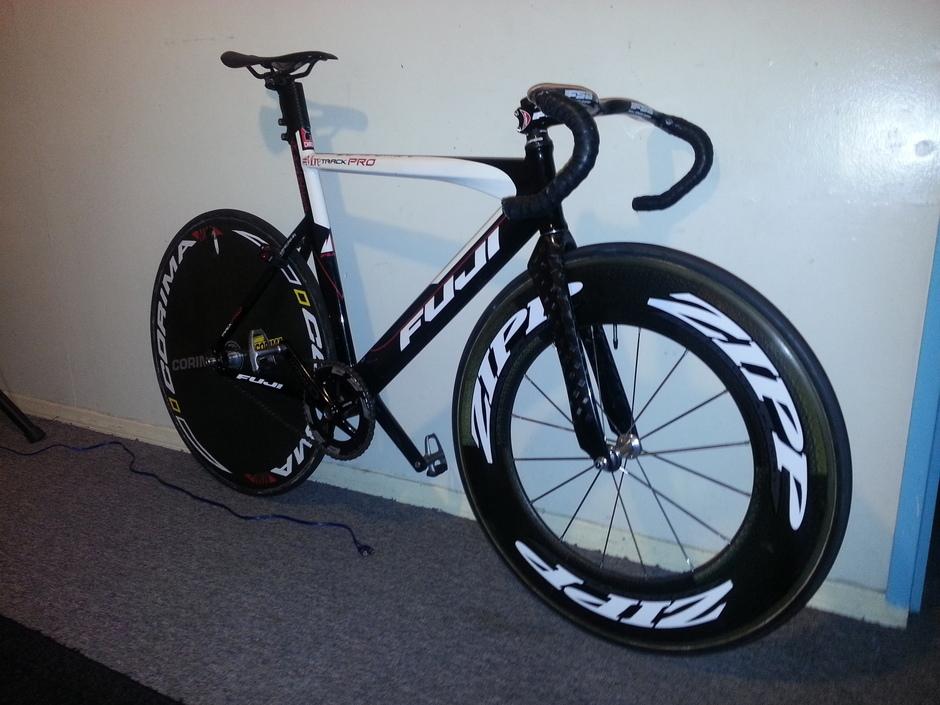 Fuji Track Pro 2010 Carbon Components Pedal Room