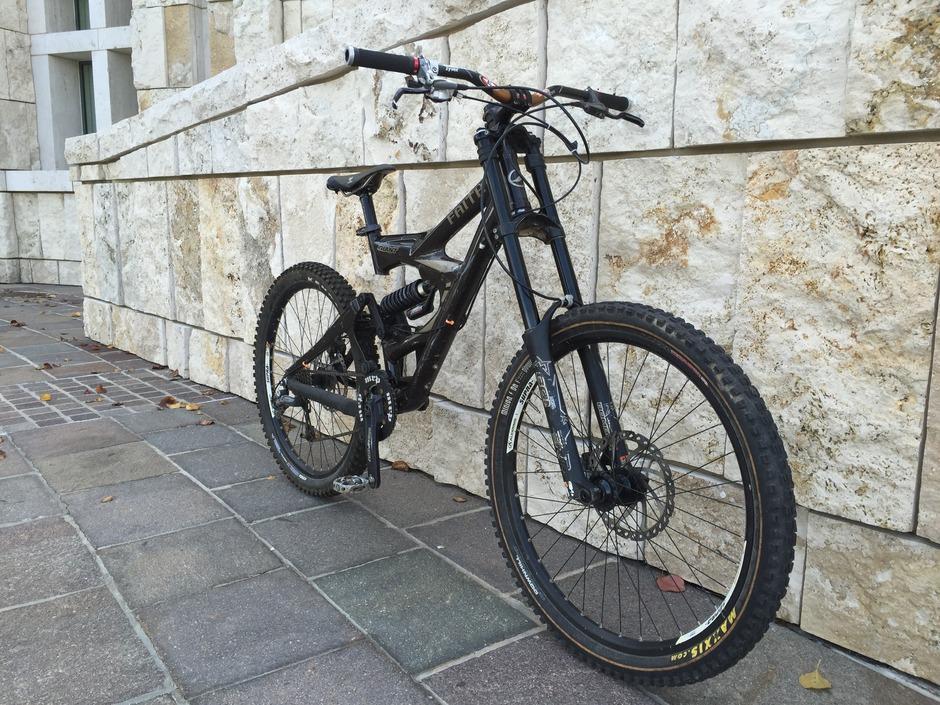Giant Faith 2 Downhill Bike Pedal Room