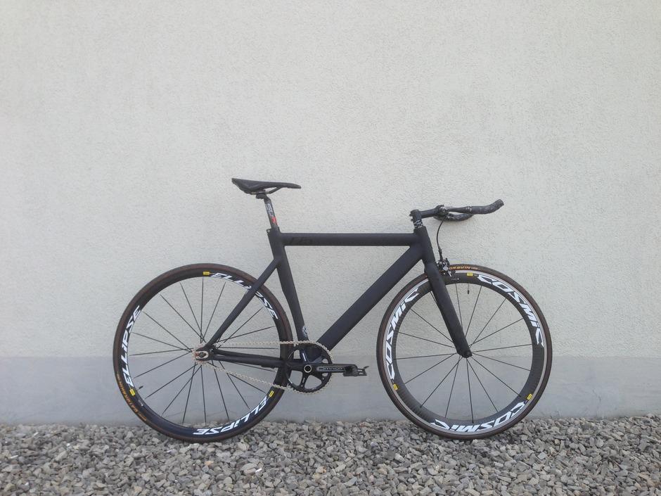 Leader 725 Matte Black - Pedal Room