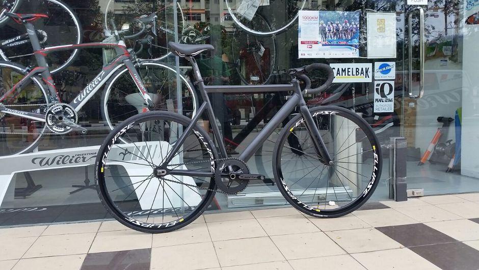 State Bike Black Label Pedal Room