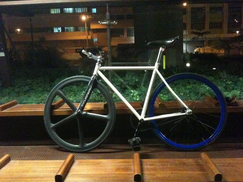 White N Blue Mm Bike With Aerospoke Pedal Room